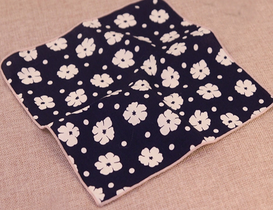 WHITE FLOWER POCKET SQUARE
