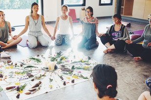 Sororité union amour Yoga Ayurvéda Femme Nature.JPG