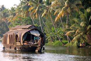 Stage Inde Kerala Yoga & Ayuréda Bateau backwater.jpg