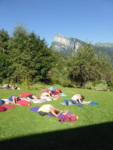 Yoga extérieur dojo samoens