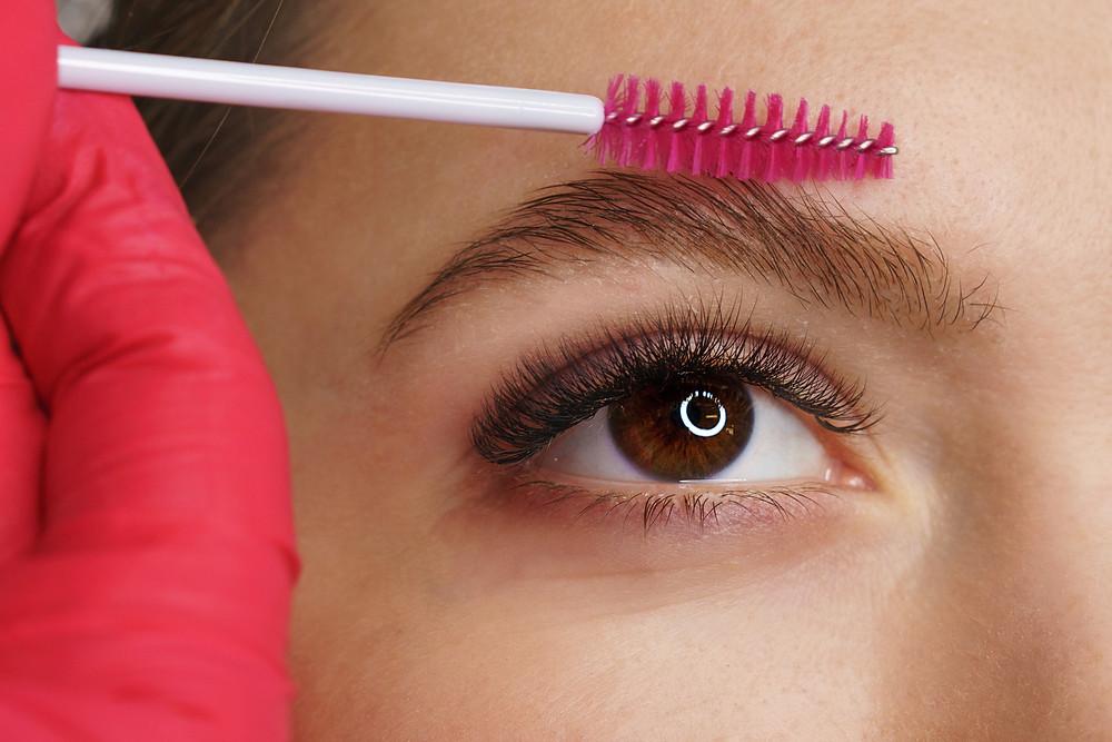 Cejas de jabón tendencias maquillaje ojos otoño 2021