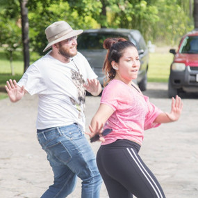 bailar para motivar. hombre y mujer bail