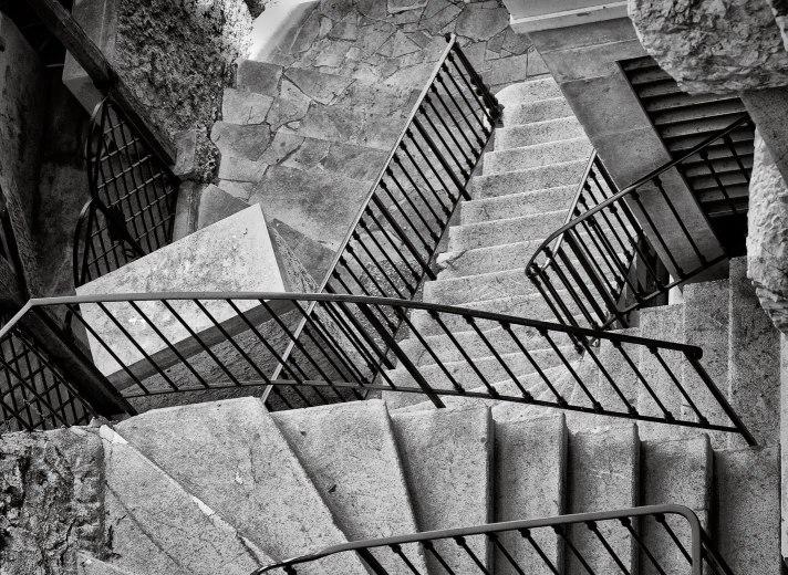 Zig-zag steps