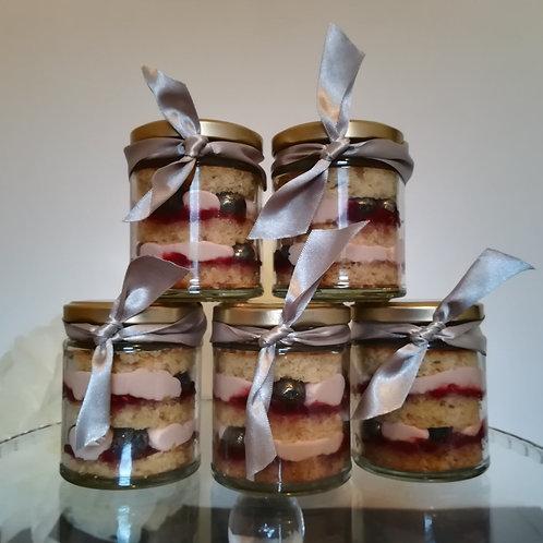 wedding flavors, cake in a jar, vegan cake, alternative wedding