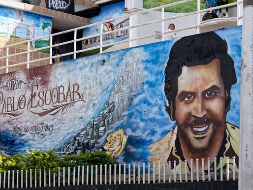 Pablo Escobar n'est pas tout à fait mort. Roberto y veille