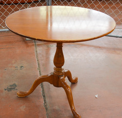 19 Round Lamp Table