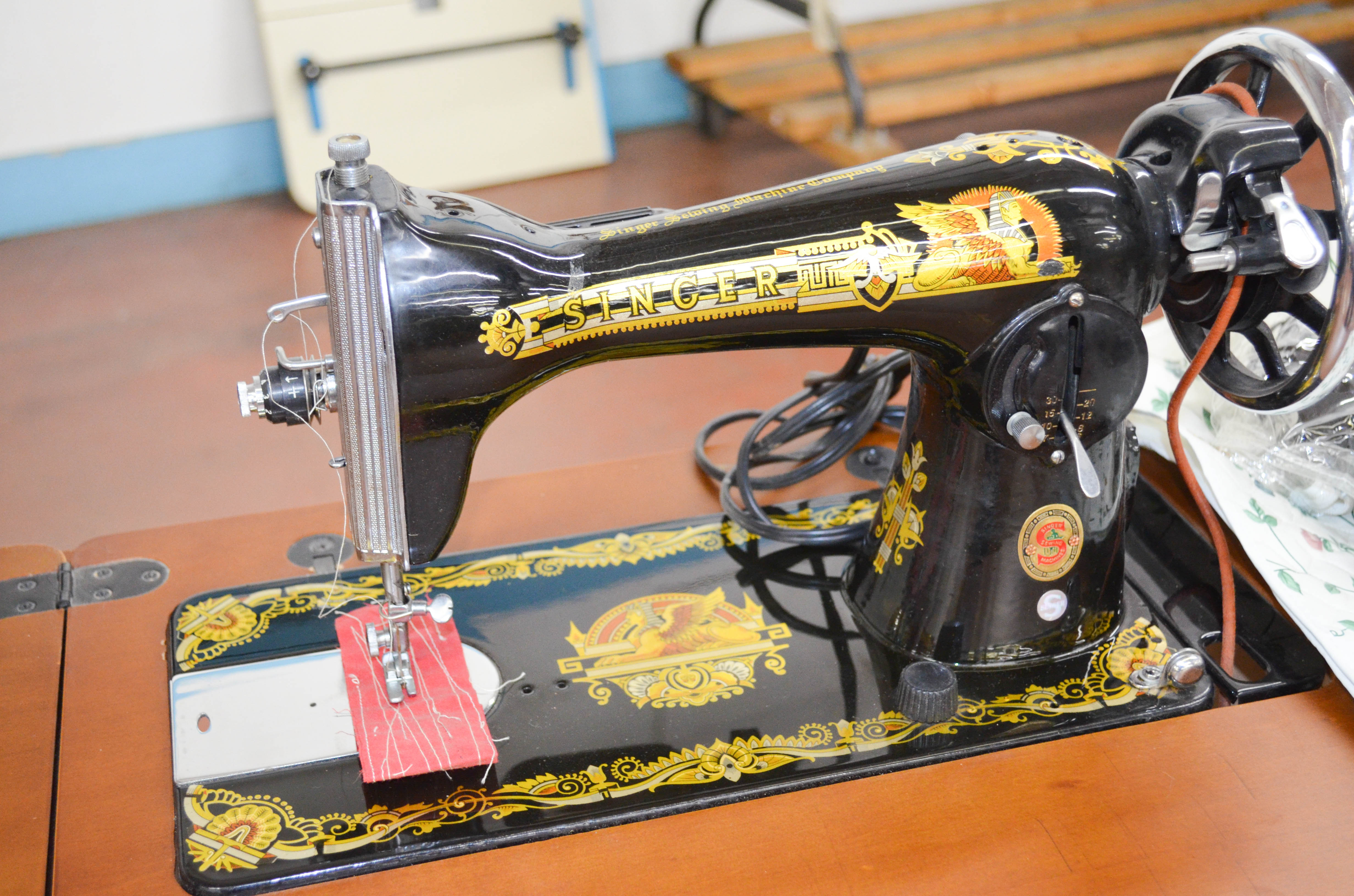 39 Singer Sewing Machine 1