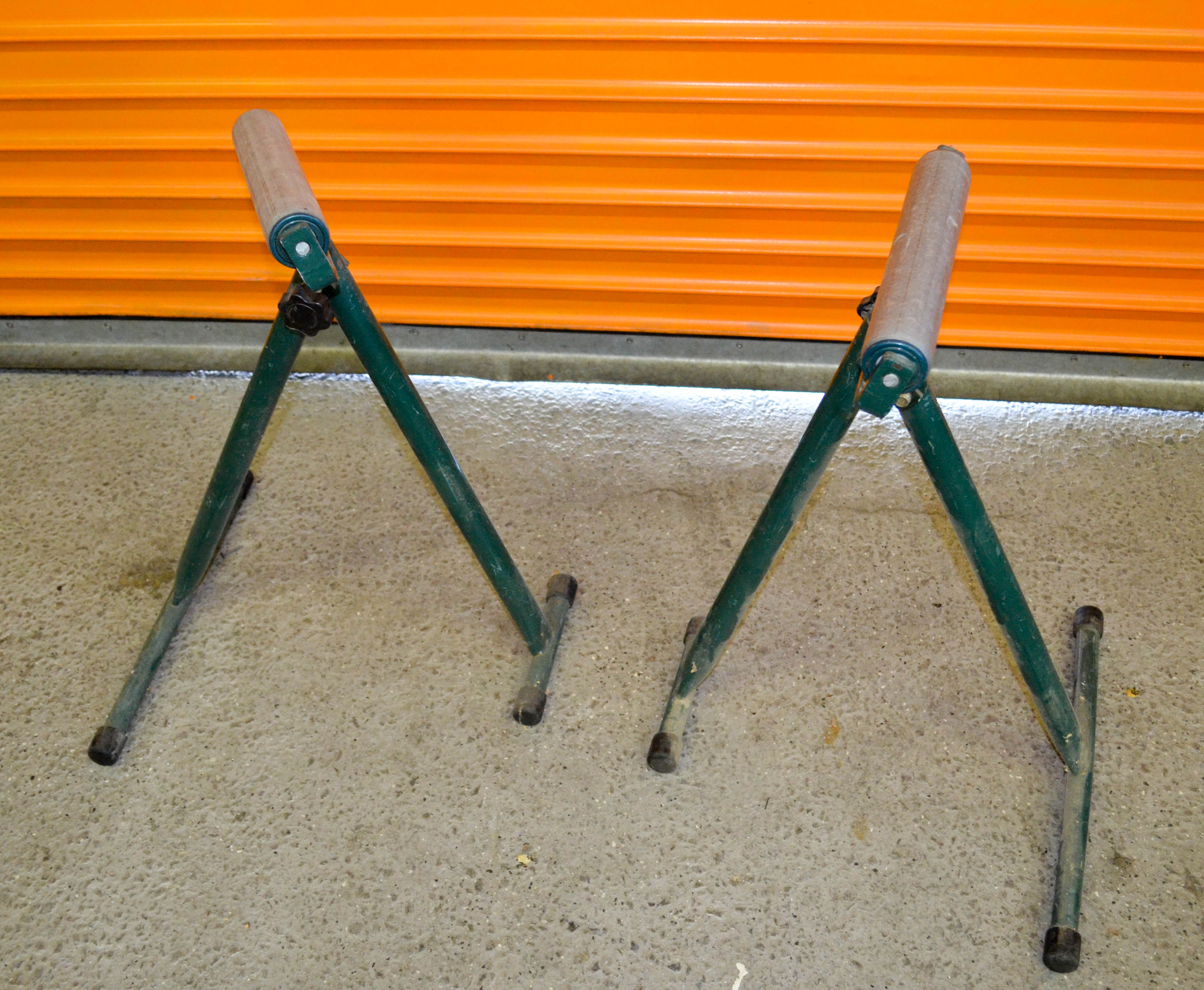 126 Pair of Convaier Stands