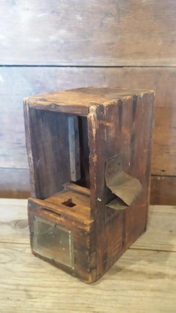 Adorable bee box