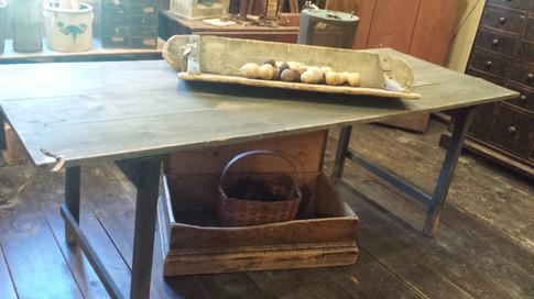 Table in old green