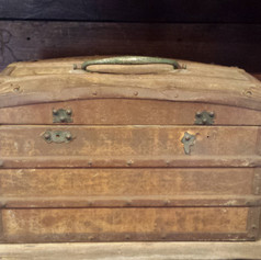 Biscuit tin trunk