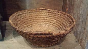 Footed rye basket