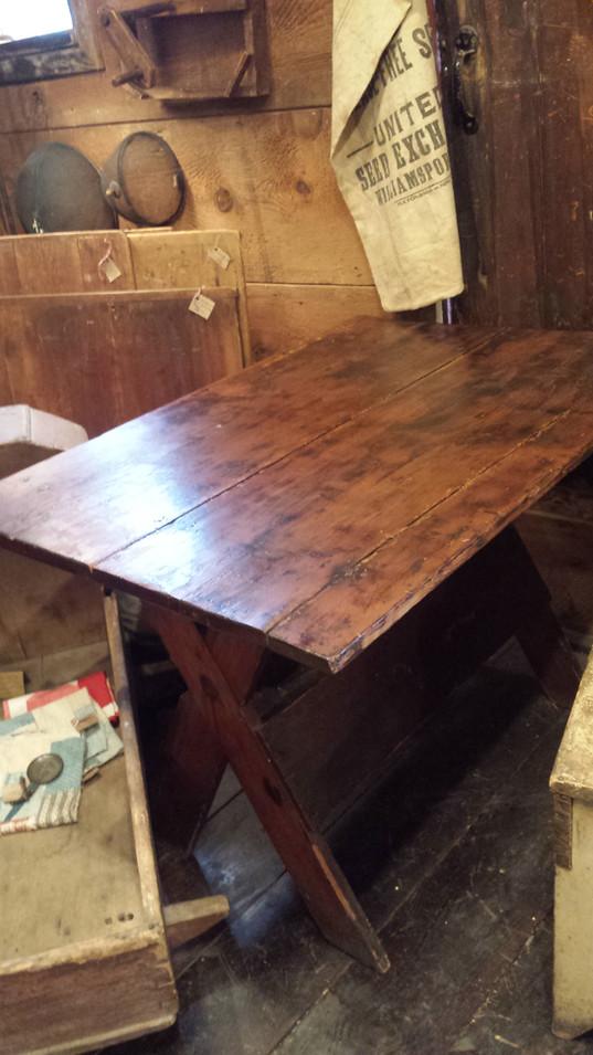 Country Sawbuck Table