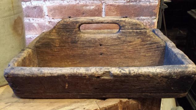Primitive Tote in worn attic finish