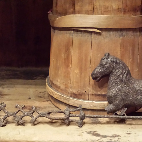 Worn horse vane