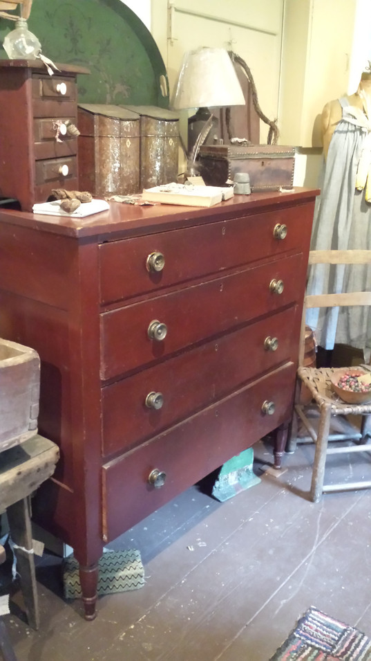 Sheraton Chest in Red
