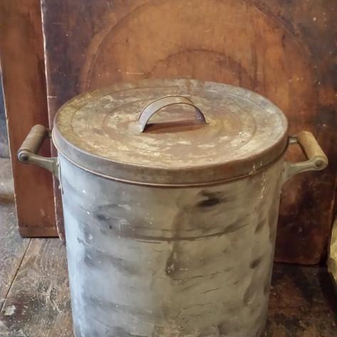 Smoke decorated tin