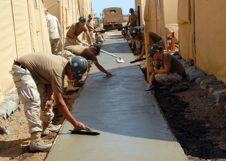 Concrete_sidewalk_construction.jpg