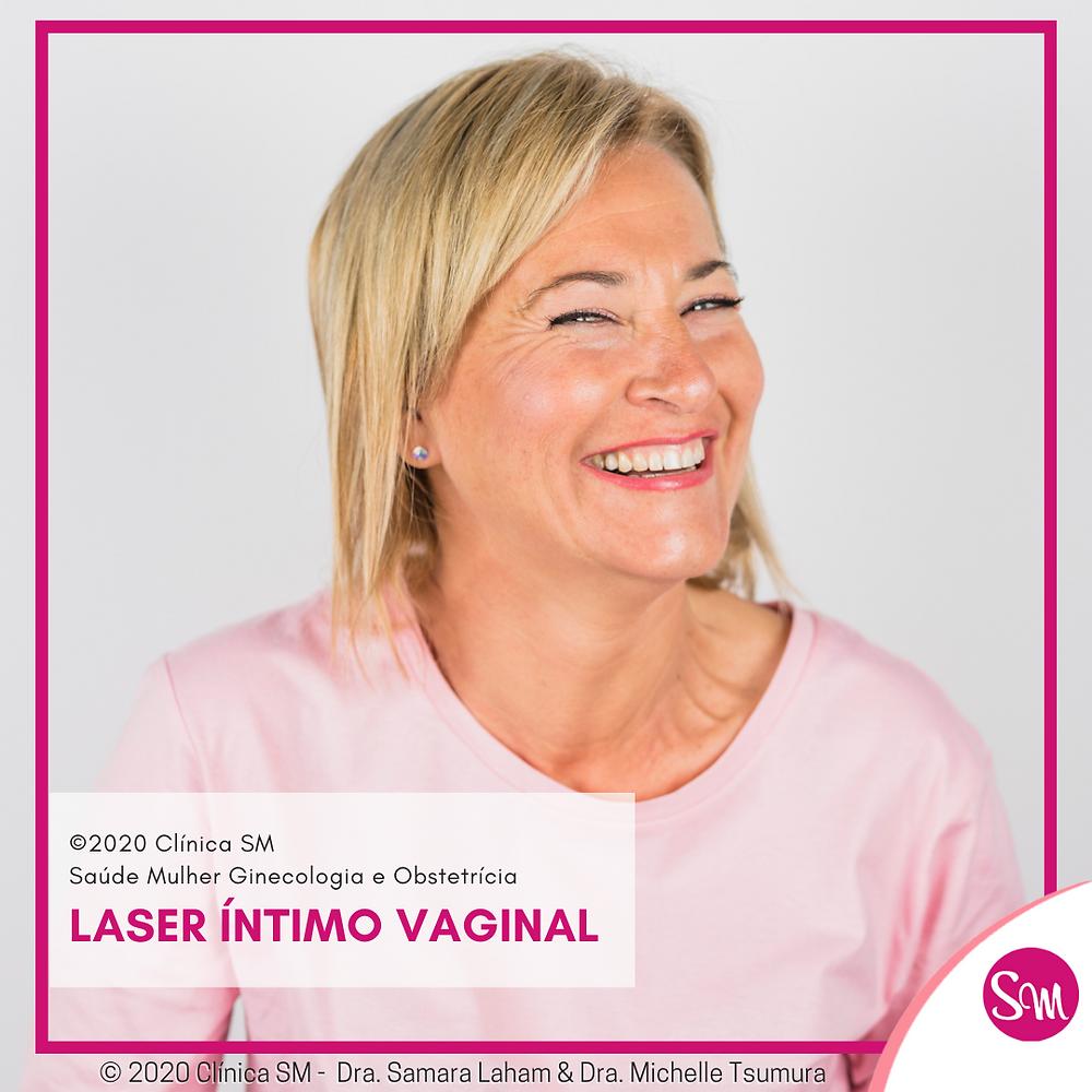 Mulher Madura Sorrindo tratamento de laser íntimo vaginal