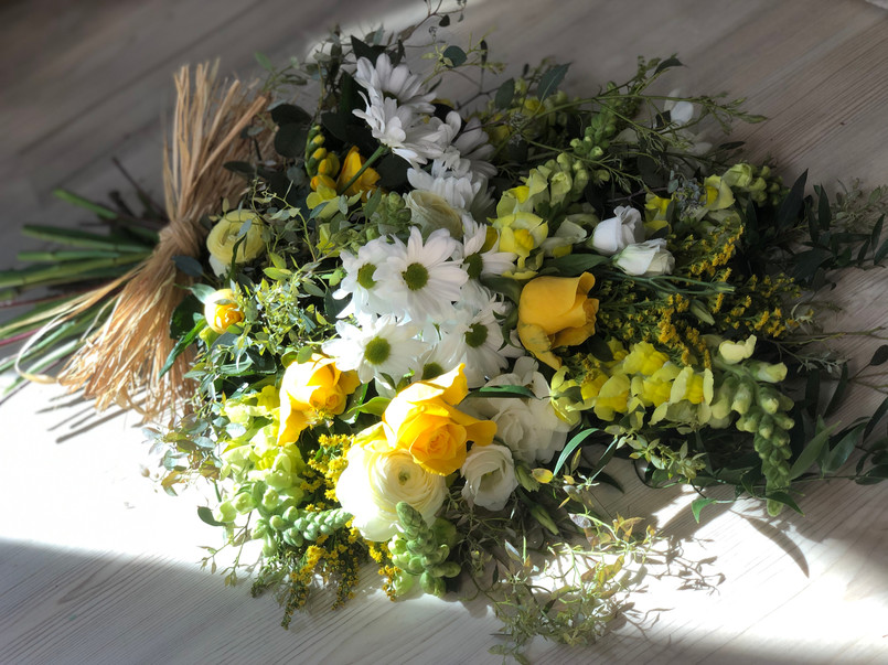 Yellow and white floral sheaf