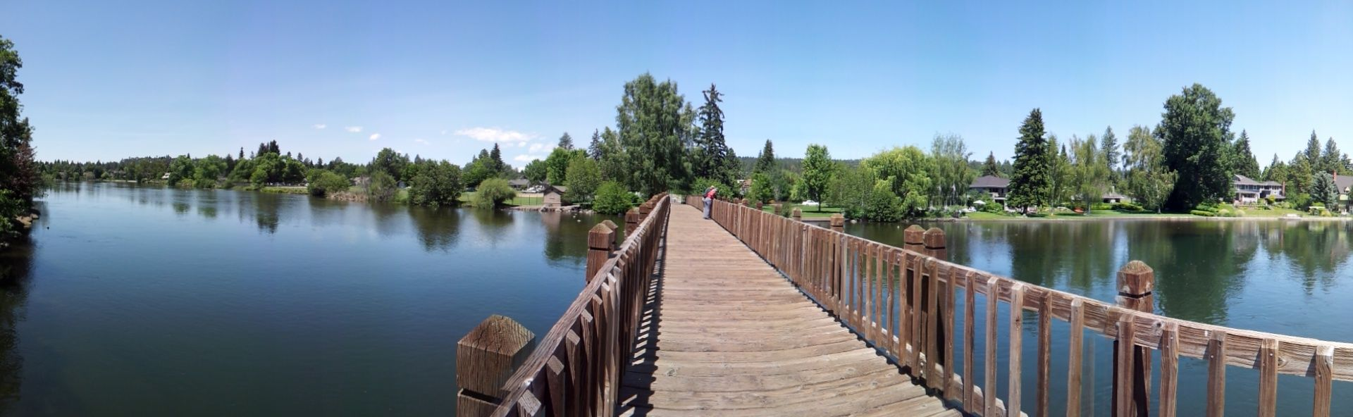 Deschutes_River_at_Drake_Park,_Bend,_Oregon_2012