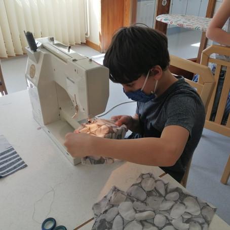 Schutzmasken von Schülern für Schüler genäht