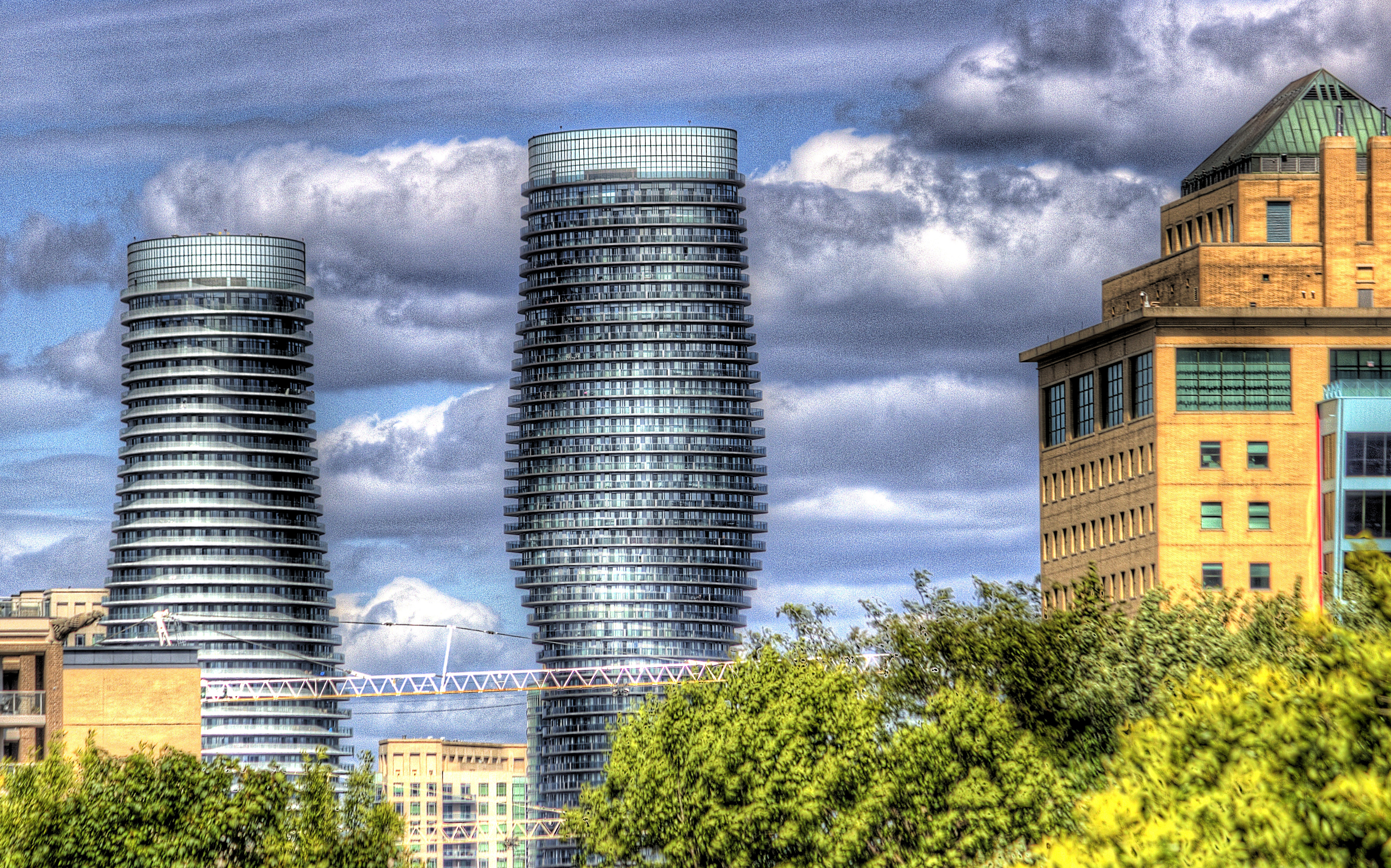 mississauga twin towers