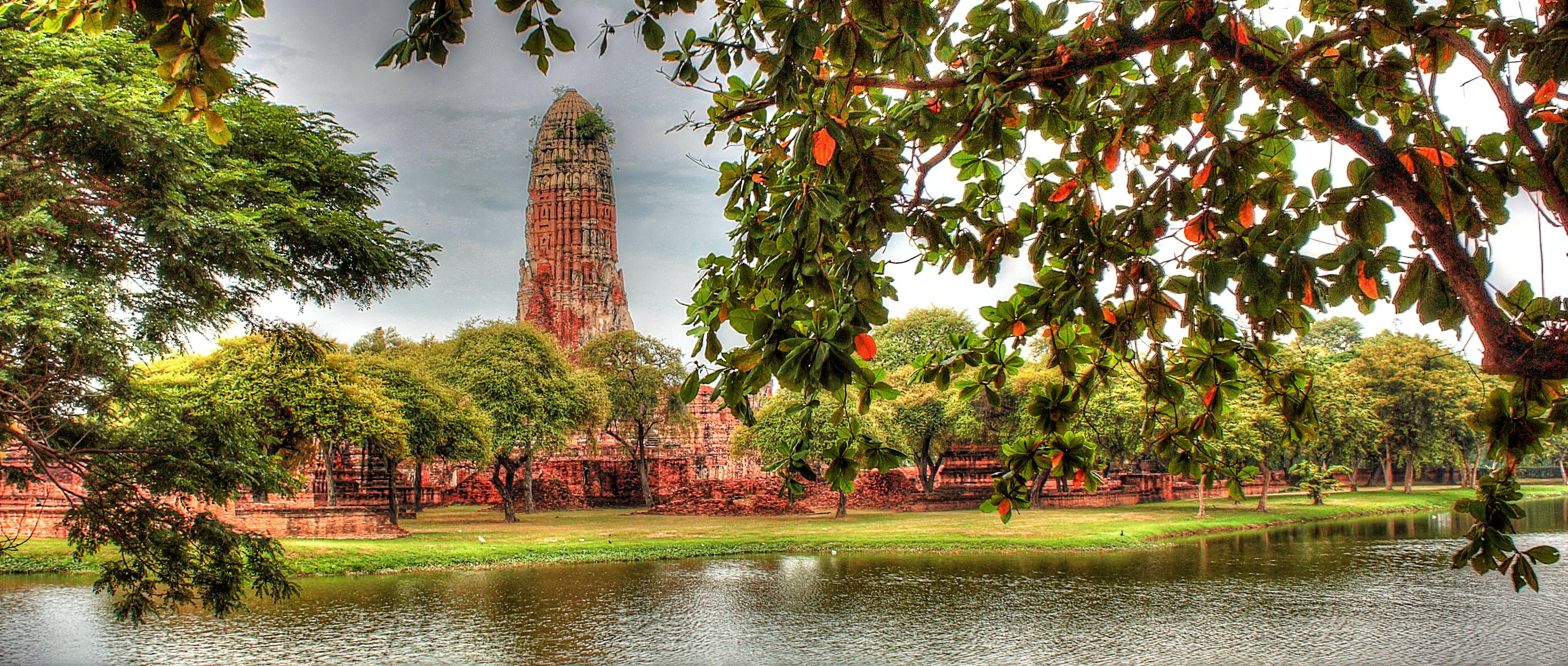 ayut temple on lake
