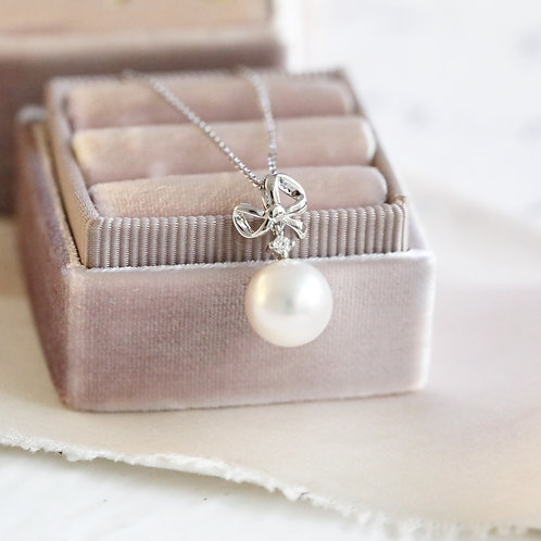 Ribbon Pendant with Akoya Pearl