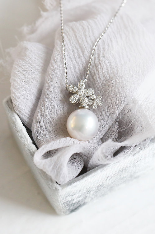 Blossom Pendant with Akoya Pearl