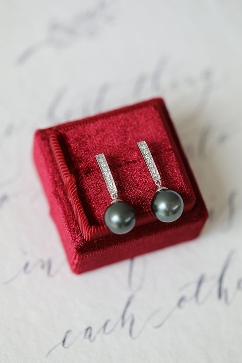 Rod Earrings with Tahitian Pearl