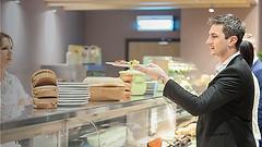 Als Sales Manager (M-W-D) gewinnen Sie Unternehmen mit Lösungen für die Mitarbeiterverpflegung in den Betrieben. Sie begeistern Geschäftsführungen und Einkaufsleitungen mit kosteneffizienten, innovativen und zeitgemäßen Dienstleistungen wie Betriebsgastronomie, Konferenzservice, Vending und Verkaufskonzepte für Snacks in Berlin, Dresden, Leipzig oder Potsdam.