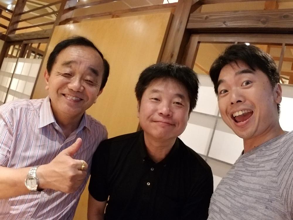 荻久保監督を挟んで、私と神戸正博さん