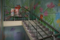 Ограждение лестницы в детском саду.