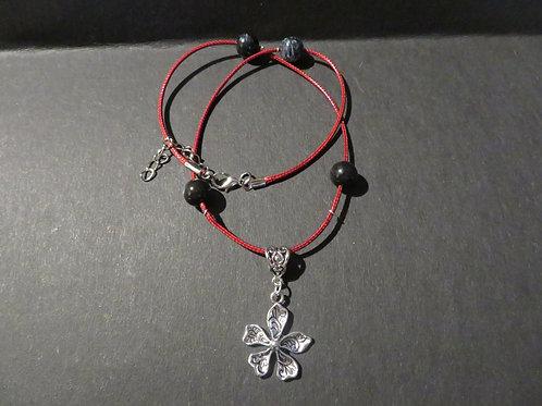 collier rouge pendentif fleuri