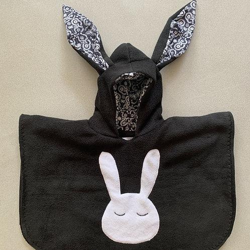 פונצ׳ו ארנב שחור