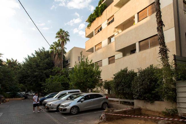 שעה כתומה ברחוב אנגל, לב תל אביב 2020