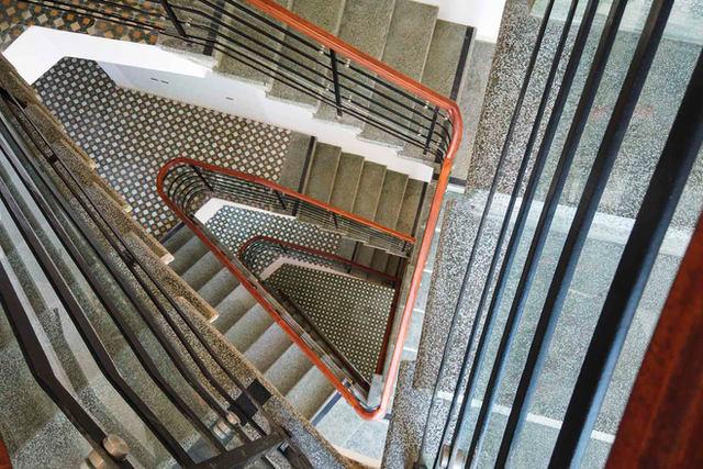חדר המדרגות של פרויקט מזא״ה 50 תל אביב, 2019