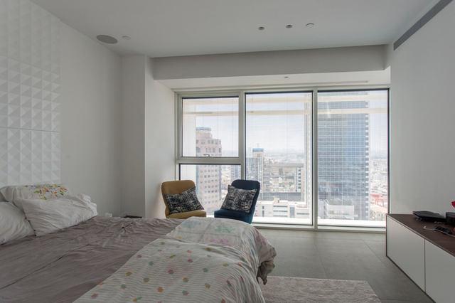 חדר שינה במגדל רוטשילד 17, תל אביב 2020