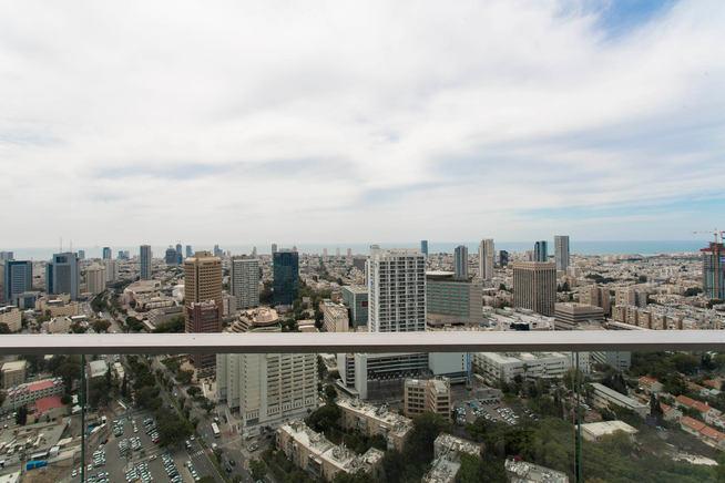הנוף של העיר מקומה 33 של מגדל מידטאון תל אביב, 2020