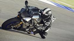 2015-Yamaha-YZF1000R1SPL-EU-Silver-Blu-Carbon-Action-006