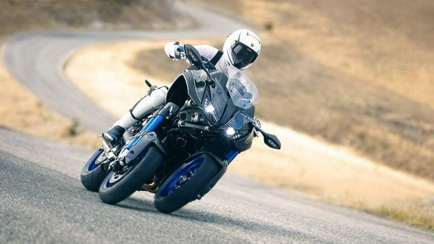 2018-Yamaha-NIKEN-EU-Graphite-Action-006