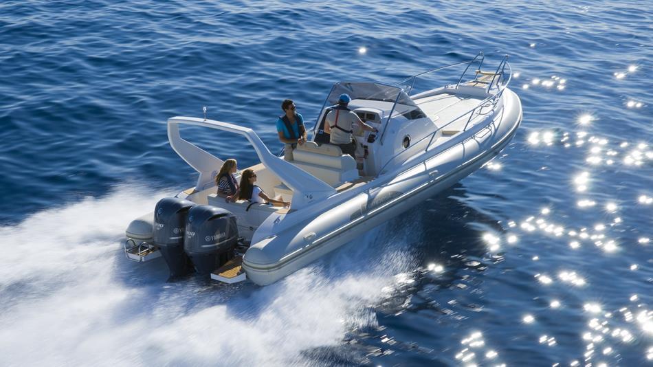 2015-Yamaha-F225-F250-F300-EU-NA-Action-001