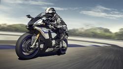 2015-Yamaha-YZF1000R1SPL-EU-Silver-Blu-Carbon-Action-002