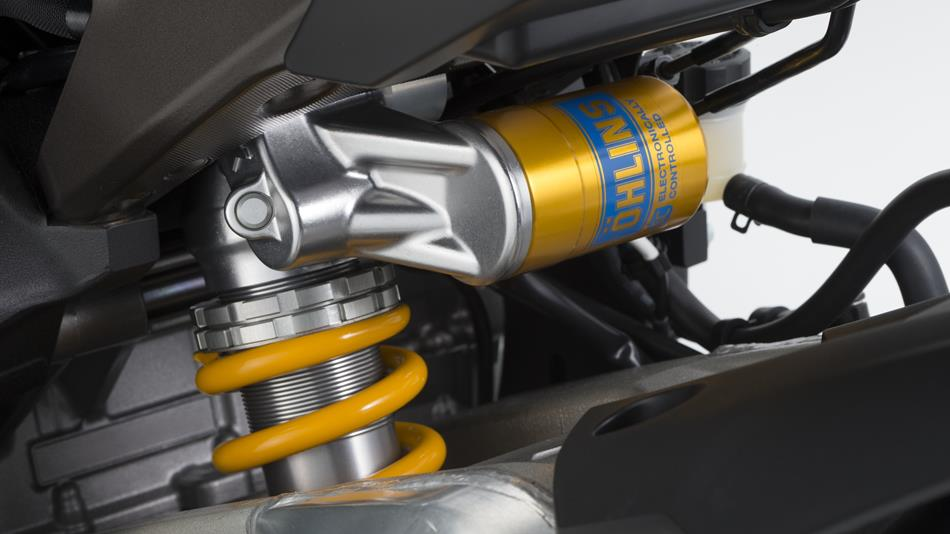 2015-Yamaha-YZF1000R1SPL-EU-Silver-Blu-Carbon-Detail-010
