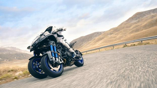 2018-Yamaha-NIKEN-EU-Graphite-Action-004