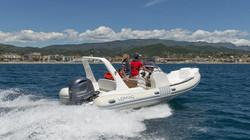 2015-Yamaha-F200-4CYL-EU-NA-Action-027