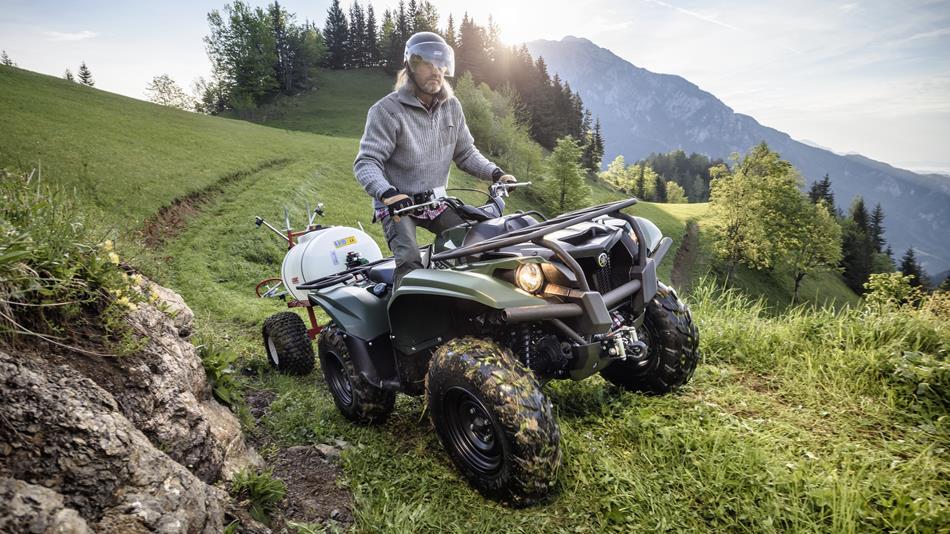 2016-Yamaha-YFM700FWBD-EU-Solid-Green-Action-001