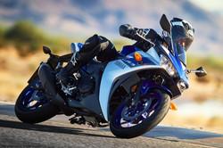 2015-Yamaha-YZF-R3-32