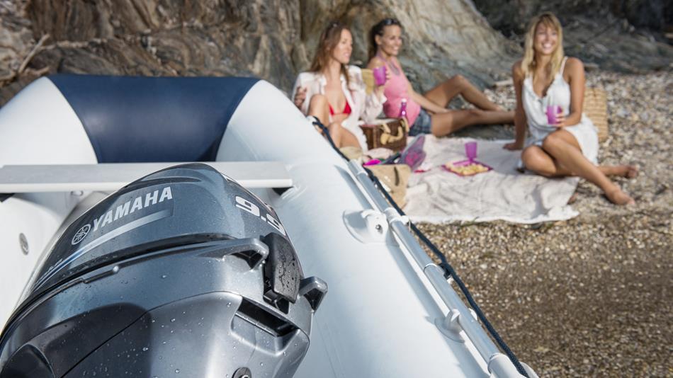 2015-Yamaha-F8-F9-9-EU-NA-Static-003